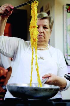 Das echte, das einzig wahre Ragù alla Bolognese · Effilee Beste Bolognese, Ragu Bolognese, Lasagna Recipe With Ricotta, Easy Lasagna Recipe, Chicken Alfredo Lasagna, Lasagna Soup, Spaghetti Bolognese, Gnocchi Pasta, Cooking Tv