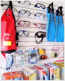 Immerse yourself in the Playa del Carmen and the Mayan world through the spectacular scuba diving and snorkeling Dive Shop, Puerto Morelos, Riviera Maya, Store Design, Snorkeling, Scuba Diving, Bob, Shipwreck, Solid Surface