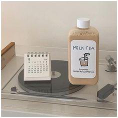 r o s i e #beige #aesthetic #korean #cafe #beigeaesthetickoreancafe Cream Aesthetic, Aesthetic Coffee, Brown Aesthetic, Aesthetic Colors, Aesthetic Food, Aesthetic Pictures, Aesthetic Fashion, Kombucha, Royal Milk Tea