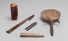 Ancient Egyptian hygiene tools [Photo Courtesy: Metropolitan Museum of Art] Ancient Egyptian Makeup, Egyptian Art, Egyptian Jewelry, Egypt Makeup, Makeup History, Amenhotep Iii, Cosmetic Sets, Cosmetic Design, Cosmetic Case