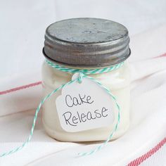Kuchen Release Rezept - Baking Tips and Tricks - Tips And Tricks, Baking Basics, Baking Tips, Fondant Cakes, Cupcake Cakes, Cupcakes, Homemade Cooking Spray, Sweet Recipes, Cake Recipes