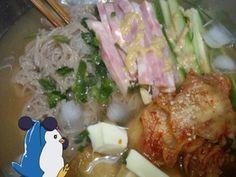 お昼ー。暑いので水冷麺にゅっと。  @packinghum