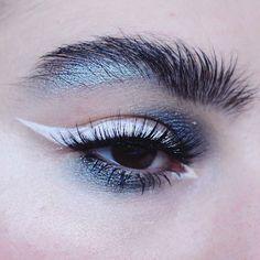 """Mi piace"": 3,817, commenti: 62 - Ewelina Niemiec (@emalovii) su Instagram: ""@pinkishpiendel inspired me to try out winged eyeliner EYES: @katvondbeauty ink liner in neruda…"""