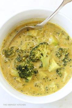 from The Harvest Kitchen / this amazing tasting Coconut Curry Broccoli Soup is packed with nutrients and cancer-fighting properties! @theharvestkitchen.com