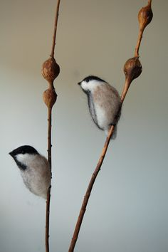 I like this idea to use with the needle felted catkins on the willow branch.