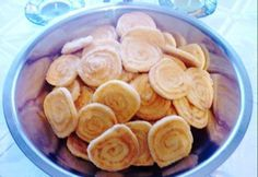 Sajtos csigaropogós Snack Recipes, Snacks, Ketchup, Food And Drink, Chips, Dishes, Diet, Snack Mix Recipes, Appetizer Recipes