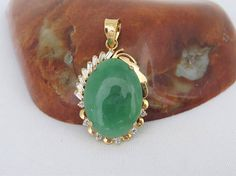 Vintage 18K Solid Yellow Gold Natural Oval Green Jadeite Jade
