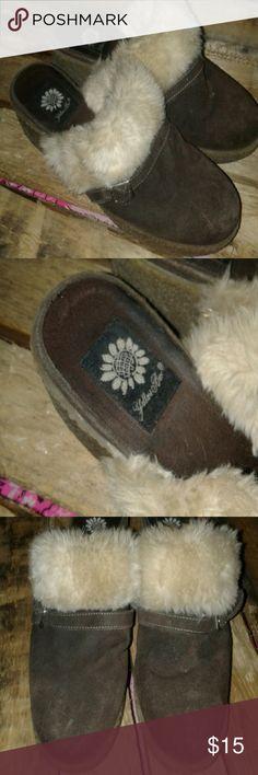 Size 8 yellow box clogs Size 8 yellow box clogs Yellow Box Shoes Mules & Clogs