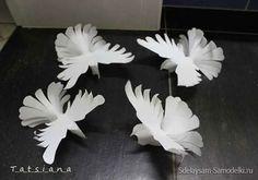 """""""Для изготовления птиц мира потребуется немного терпения, вдохновение и некоторые материалы: листы формата А4, канцелярский клей, ножницы.1. На фото приведен рисунок голубя. Вы можете взять его за осн…"""