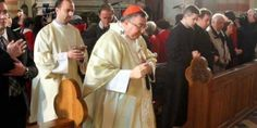 Vrhbosanski nadbiskup kardinal Vinko Puljić uputio je propovijed vjernicima predvodeći svečanu misu u Katedrali Srca Isusova u Sarajevu povodom veliko...