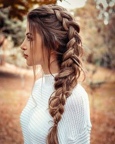 Trança lateral despojada ✨ in 2020 Bohemian Hairstyles, Braided Hairstyles For Wedding, Bride Hairstyles, Easy Hairstyles, Curly Hair Styles, Natural Hair Styles, Hair Upstyles, Hair Patterns, Side Swept Hairstyles