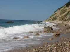 The beach at Mohegan Bluffs