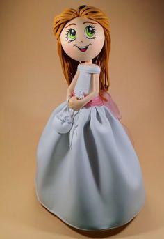 tutorial junto con su patrón, de esta preciosa fofucha de comunión hecha con goma eva.