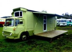 Green Bedford House Truck Camper with side awning Camper Caravan, Truck Camper, Camper Trailers, Camper Van, Gypsy Caravan, Diy Caravan, Travel Trailers, Bedford House, Bedford Truck