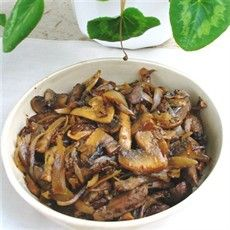 This recipe is inspired by the famous Liver Veneziana (basically small strips of… Liver Recipes, Lamb Recipes, Chicken Recipes, Savoury Recipes, Wild Mushrooms, Stuffed Mushrooms, Stuffed Peppers, Lamb Liver Recipe, Beef Kidney