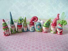 NOM 1158 gnome Christmas ornament figure by littledear on Etsy Christmas Elf, Xmas, Christmas Ornaments, Christmas Ideas, Hanukkah Menorah, Clay Houses, Pinch Pots, Paperclay, Fairy Dolls