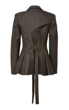 Back of Blazer details. Pull-ins at waist, with pleats Hijab Fashion, Boho Fashion, Fashion Dresses, Womens Fashion, Mode Costume, Tailored Jacket, Blazer Jacket, Fashion Details, Fashion Design