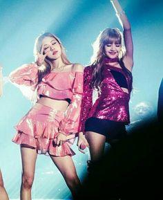 Korean Girl Fashion, Pink Fashion, South Korean Girls, Korean Girl Groups, Yoonmin, K Pop, Korean Couple Photoshoot, Bff, Kpop Girl Bands