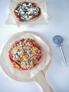 Ik maakte een bloemkoolpizza. De bodem van deze pizza is namelijk niet gemaakt met meel, maar van bloemkool. Gezond, glutenvrij, lactosevrij en super smaakvol! Een pizza gemaakt van bloemkool… interessant.… Read More
