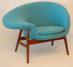 """Hans Olsen """"Fried Egg"""" Chair - 1956. That right arm would be an awesome place for the cat to perch while we hang out & read."""