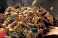 Beef Stir-fry with Pasta in Sherry Sauce - Make delicious beef recipes easy, for any occasion Beef Stir Fry, Pulled Pork, Beef Recipes, Fries, Cabbage, Stuffed Mushrooms, Easy Meals, Ethnic Recipes