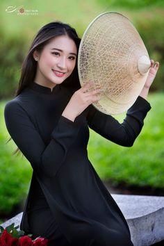 Vietnamese Traditional Dress, Traditional Dresses, Turtle Neck, Hats, Sweaters, Fashion, Moda, Hat, Fashion Styles