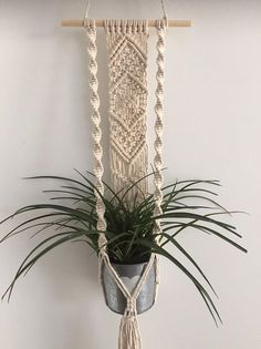 macrame plant hanger+macrame+macrame wall hanging+macrame patterns+macrame projects+macrame diy+macrame knots+macrame plant hanger diy+TWOME I Macrame & Natural Dyer Maker & Educator+MangoAndMore macrame studio Diy Macrame Wall Hanging, Macrame Art, Macrame Projects, Macrame Knots, Yarn Projects, Macrame Curtain, Micro Macrame, Macrame Wall Hangings, Macrame Plant Hanger Patterns