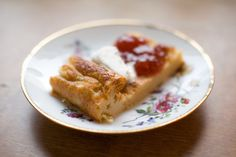 Ruokahommia: Lopettakaa etsinnät - maailman paras pannari on löytynyt. Pancakes, French Toast, Deserts, Food And Drink, Sweets, Breakfast, Baking Ideas, Morning Coffee, Crepes