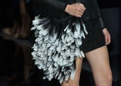The #TomFord collection was an insane display of tactile delights; from mirrored mosaics to textured leather. However, one of our favourite pieces has to be this degrade feather bag #LFW