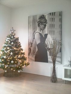 audrey christmas tree josh is gonna hats me because I have so many Audrey pictures already and I want more. audrey christmas tree josh is gonna… Christmas Decorations, Christmas Tree, Holiday Decor, Christmas 2019, My Home Design, House Design, Tumblr, My New Room, Apartment Living