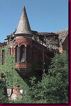 The Ransom Gillis House before The Rehab Addict! Old Buildings, Abandoned Buildings, Abandoned Places, Beautiful Inside And Out, Beautiful Dream, Beautiful Homes, Historical Architecture, Amazing Architecture, Monster House