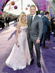Chris Pratt gives kiss to Anna Faris at film premiere in Hollywood #dailymail
