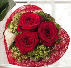 Bouquet amoureux rose rouge passion avec calice en sisal. Pour la Saint Valentin !