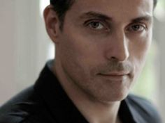Rufus Sewell...love those Brits.