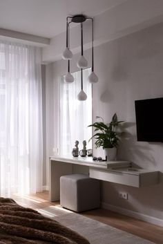 39 Comfortable Interior Everyone Should Try - Luxury Interior Design Interior Decorating Styles, New Interior Design, Home Decor Trends, Decorating Games, Chandelier In Living Room, Living Room Lighting, Kitchen Chandelier, Home Bedroom, Bedroom Decor