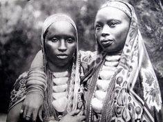 Princess of Burundi in the late nineteenth century/Princesas de Burundi de finales del siglo XIX    Vía African History & Heritage