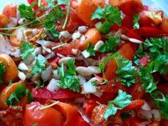 Ich finds immer wieder toll, wie bunt vegane Restverwertung sein kann: Susannes Abendessen bestand aus Chicoree mit einem Salat aus Tomaten, Paprika und Möhren. http://undwiederein.blog.de/2013/03/15/vegan-wednesday-15632779/