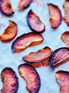 These oven-dried plums make a great snack, or can be served with cheese or in a salad! Beignets, Dried Plums, Valeur Nutritive, Prune, Cheese Platters, Served Up, Something Sweet, Fruits And Veggies, Parmesan