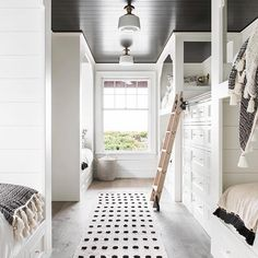 Dream Home: A Neutral Beach House Beauty in South with double bunks in the guest bedroom.lots of rooms for kids. Home Dream Home: A Neutral Beach House Beauty in South CarolinaBECKI OWENS Home Design, Decor Interior Design, Modern Interior, Kitchen Interior, Interior Ideas, Interior Paint, Interior Design Farmhouse, White House Interior, Simple Interior