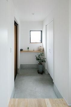 黒いソファーのカフェスタイルの家 | 滋賀で設計士とつくる注文住宅 ルポハウス Japanese Modern House, Interior Decorating, Interior Design, House Entrance, Life Design, Inspired Homes, My Dream Home, Interior Inspiration, Living Spaces