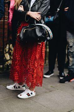 London Fashion Week Street Style – The Talking Lipstick. / london fashion week, SS18, SS18 trends, street style, fashion inspo, catwalk, designer, color trend, outfit inspo, outfit of the day, the talking lipstick, ttl,
