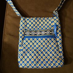 Vera Bradley riviera blue crossbody JUST REDUCED ‼️Vera Bradley riviera blue crossbody, zipper closure with zipper on front, adjustable strap. Used once, excellent condition. Vera Bradley Bags Crossbody Bags