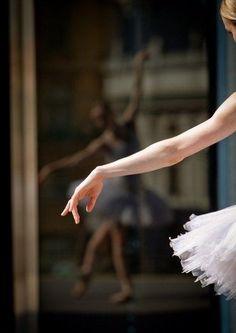 A #ballerina's reflexion