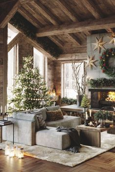 Rustic DIY cabin decorations that look spacious are the popular choice for many people. If you live in a small house, you can make your home look spacious by using rustic cabin decors. Cabin Christmas, Christmas Room, Rustic Christmas, Merry Christmas, Hygge Christmas, Christmas Holidays, Xmas, Diy Cabin, Rustic Cabin Decor