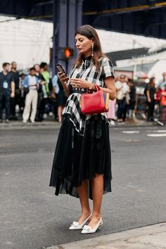 The Latest Street Style From New York Fashion Week New York Fashion Week Street Style, Street Style Trends, Spring Street Style, Street Fashion, Streetwear, Mein Style, Elegantes Outfit, Casual Work Outfits, Ootd