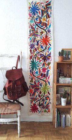 Les Tenangos, sont de véritables oeuvres d'art, réalisées par les indiens Otomi. Cette mosaïque de couleur vous offre une décoration bohème mexicaine.