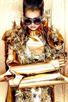 'GENTLEMONSTER' Fashion Editorial Project METAL WARRIOR  - 포토그래퍼. Inki Kang 진행 및 스타일링. 조기석 골드 아머 및 골드 오브제 아티스트. Ranggan Millinery 헤어 & 메이크업. Koo Hyunmi