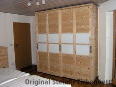Zirbenholzschrank, Schiebetüren-Schrank mit Glaseinsatz