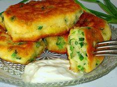 Фото к рецепту: Оладьи на кефире с зеленым луком