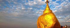 Partez à la découverte de la pagode de Kyaiktiyo ! Posé en équilibre à 1 200 mètres d'altitude, l'énorme rocher recouvert de milliers de feuilles d'or est l'un des sites bouddhistes les plus importants de Birmanie ! - #easyvoyage #easyvoyageurs #clubeasyvoyage #terresdevoyages #travel #traveler #traveling #travellovers #voyage #voyageur #holiday #holidaytravel #tourism #kyaiktiyo #rocher #or #gold #rock #birmanie #burma #asia #asie #myanmar